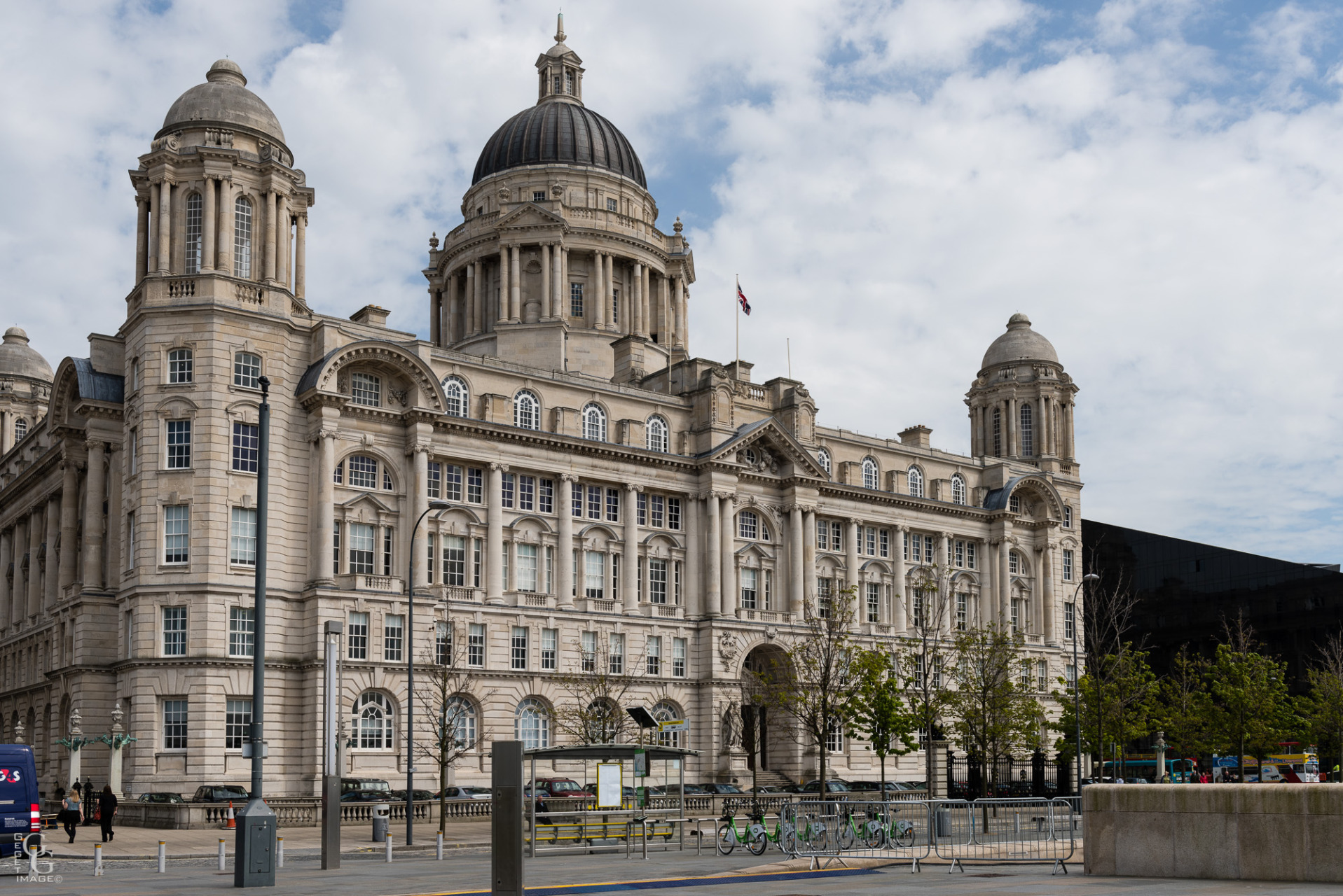 "Port of Liverpool Buiding. Il forme avec le Cunard et le Royal Liver ""the 3 Graces""."